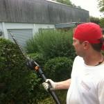 Mit professionellem Gerät stutzen wir gerne auch Ihre Hecke. Gemeinsam mit uns bringen Sie Ihren Garten wieder in Form