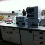 Gerade bei der Labor Reinigung gibt es einige Tücken. Unser geschultes Personal weiß mit diesen Herausforderungen umzugehen.