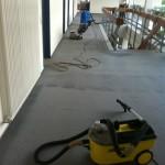 Auch die Reinigung von weitläufigem Teppich in Büro-komplexen, meistern unsere speziellen Maschinen problemlos.